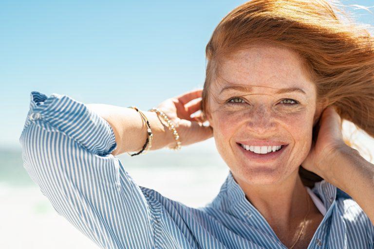 Read more about the article Pigmentni madeži zaradi sonca našo kožo postarajo